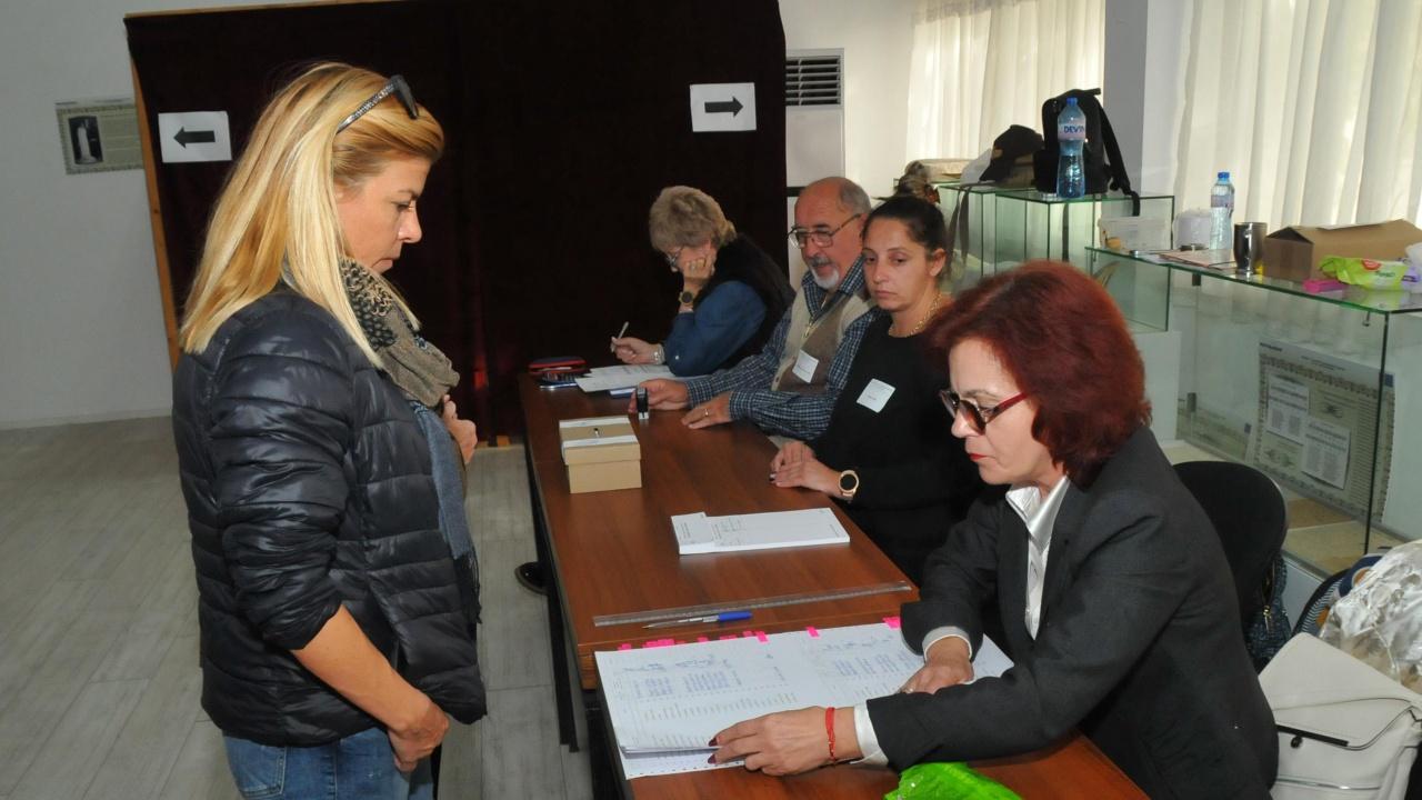 Днес е крайният срок за образуване на избирателните секции извън страната