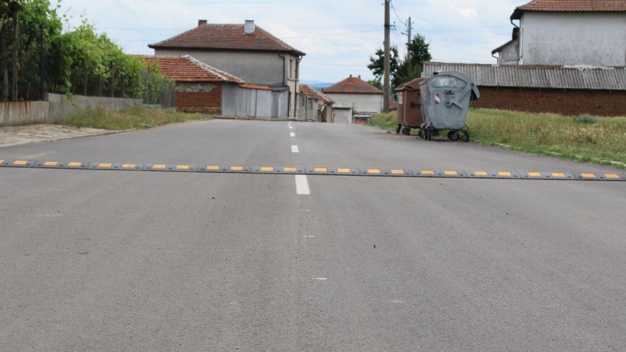 Асфалтират вътрешноселски улици в Хасковско