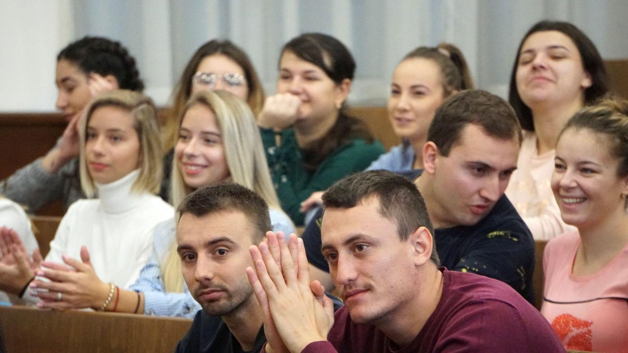 Все повече чужди студенти остават да живеят и работят в България