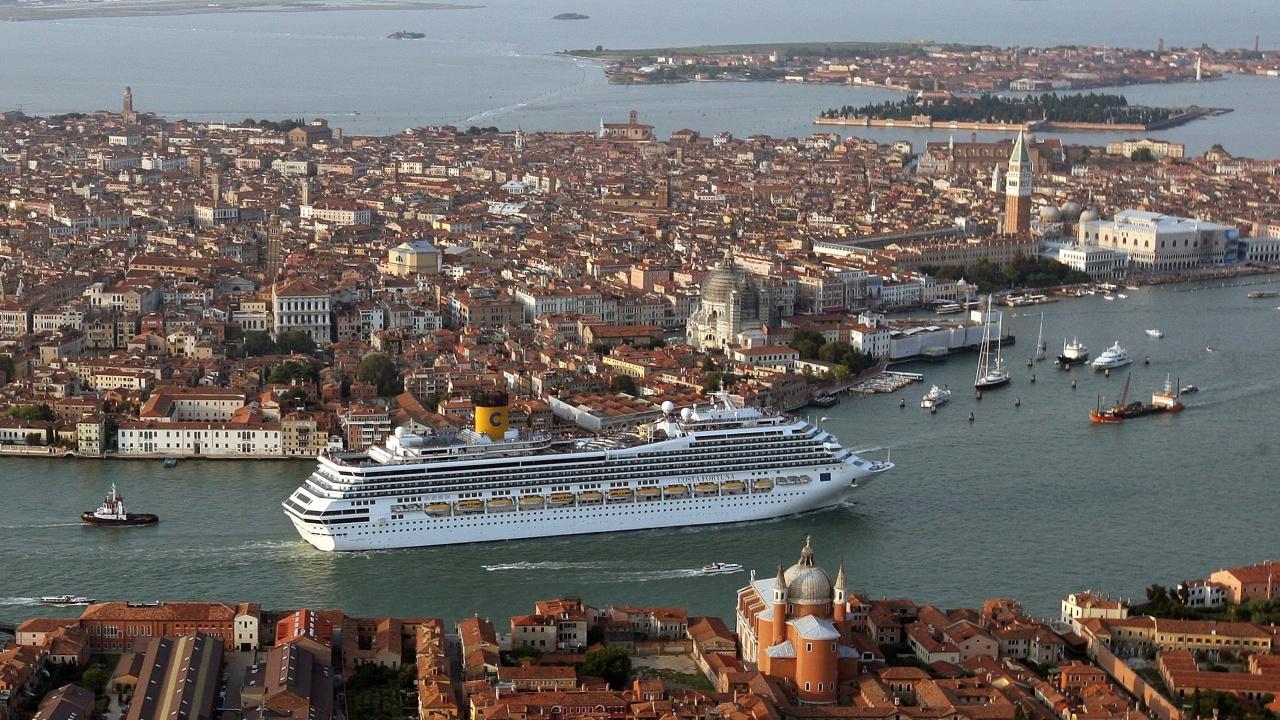 ЮНЕСКО предупреди Италия, че Венеция може да влезе в списъка на застрашените обекти
