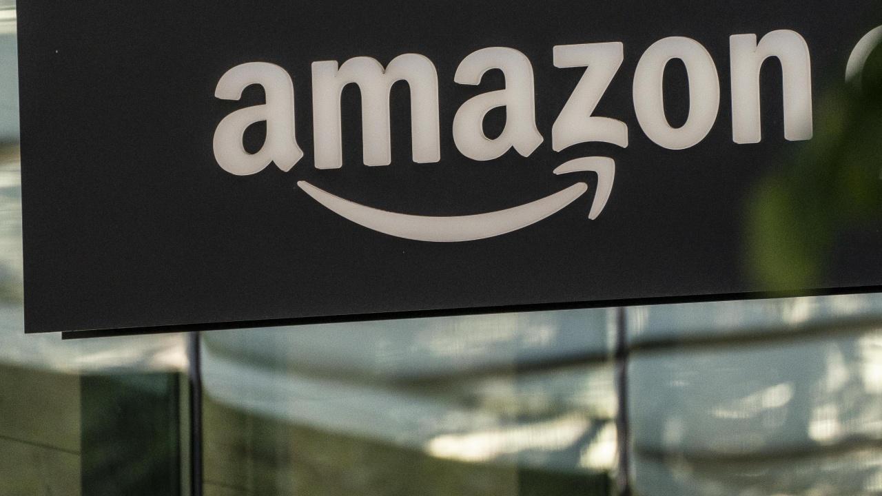 """""""Амазон"""" унищожава огромно количество годна стока"""
