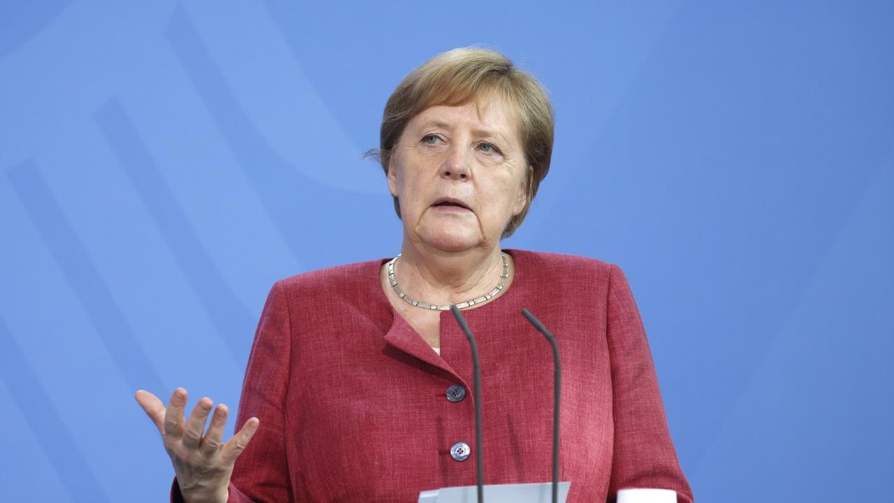 """Ангела Меркел бе ваксинирана и с втора доза срещу COVID-19, но този път не с """"АстраЗенека"""""""