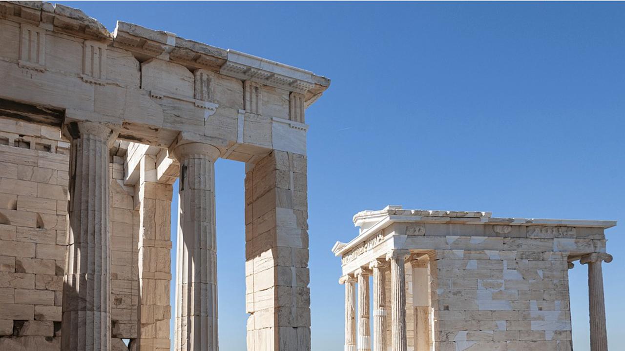 Гърция сваля маските заради жегите и подобрената епидемична обстановка
