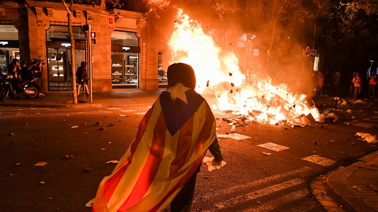 Девет помилвани от Мадрид лидери на каталунските сепаратисти ще излязат на свобода