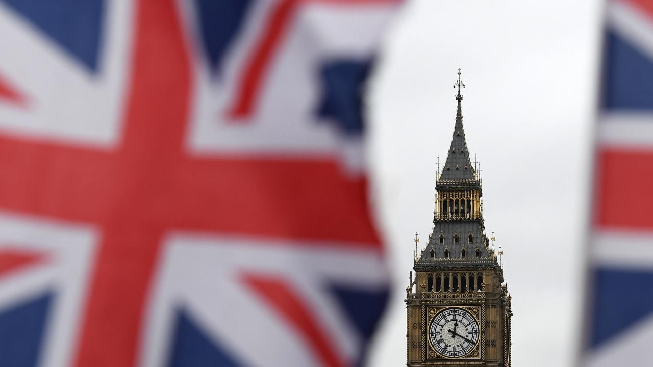 Слабо забавяне на британската бизнес експанзия през юни