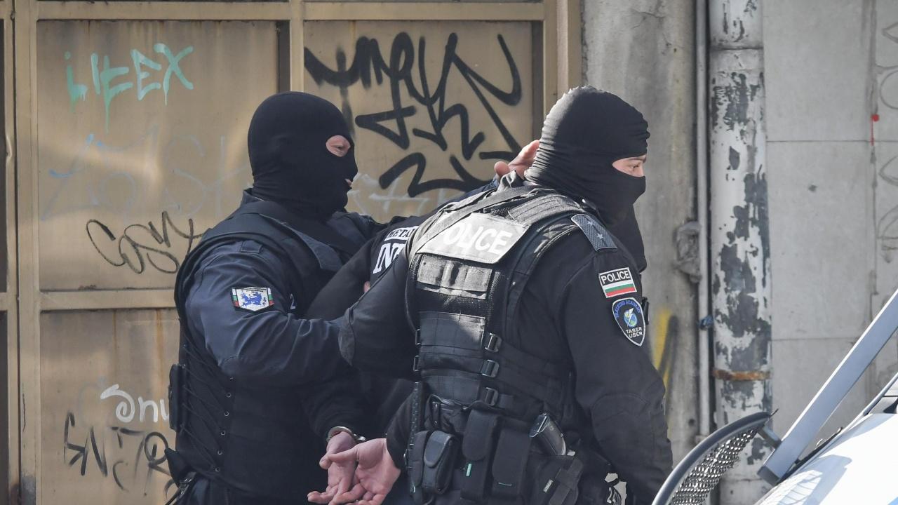 Двама с влезли в сила присъди бяха заловени след операция на полицията в София и Свиленград