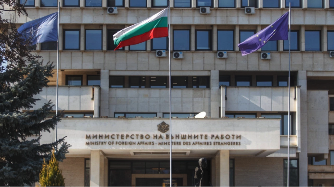 МВнР: Задграничните имоти на България не са оставали без застраховка