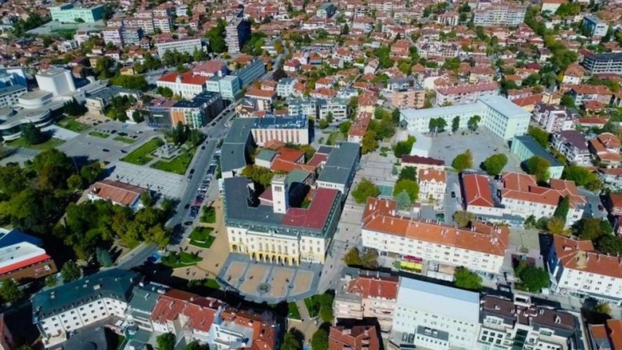 Община Сливен стартира анкета за Военния стадион