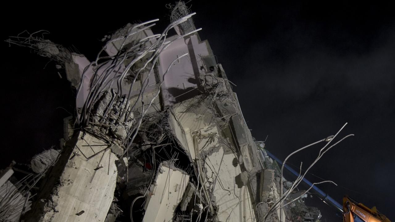 Жилищен блок рухна в Маями
