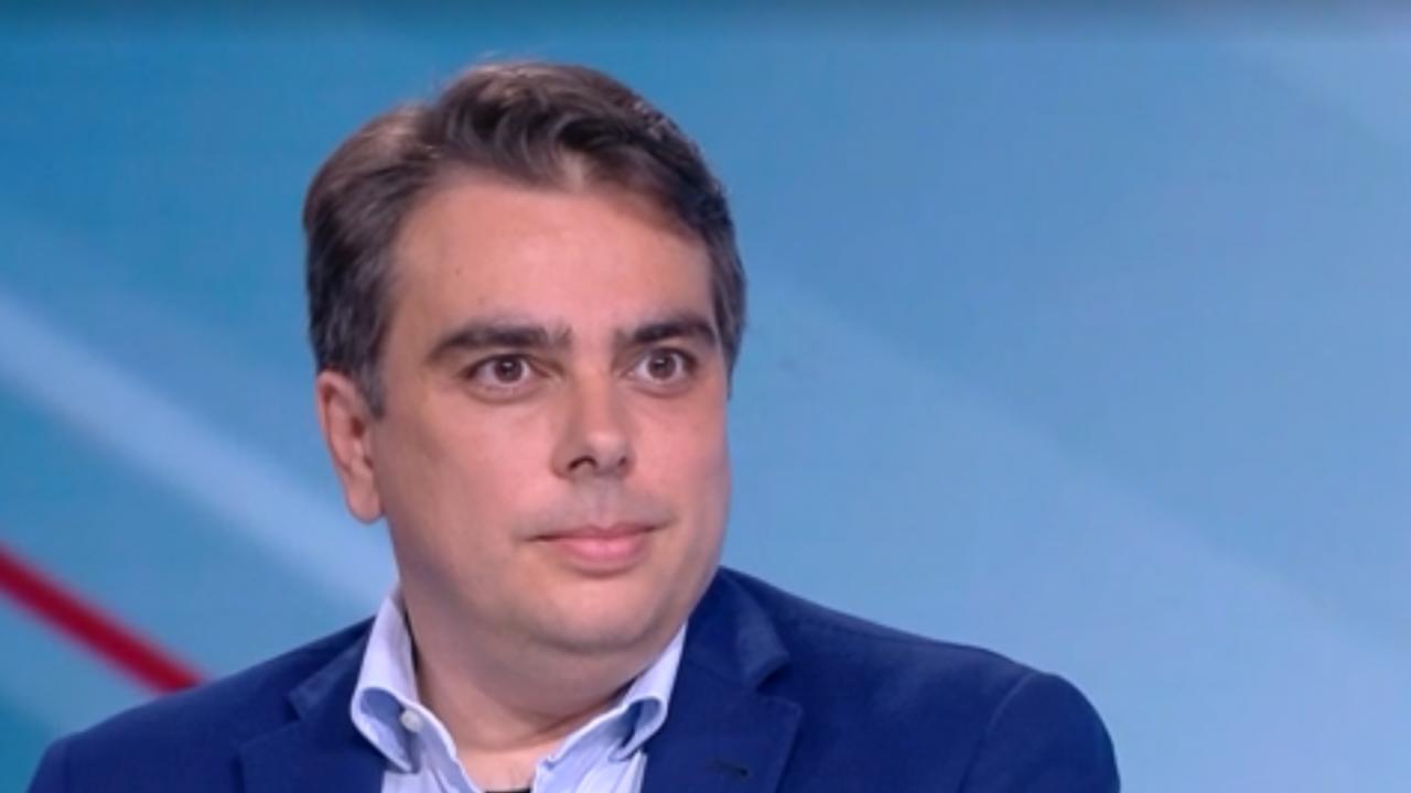 Асен Василев за шефа на НАП: Атаките срещу него са театрални постановки, върши си перфектно работата и НАП вече не е бухалка