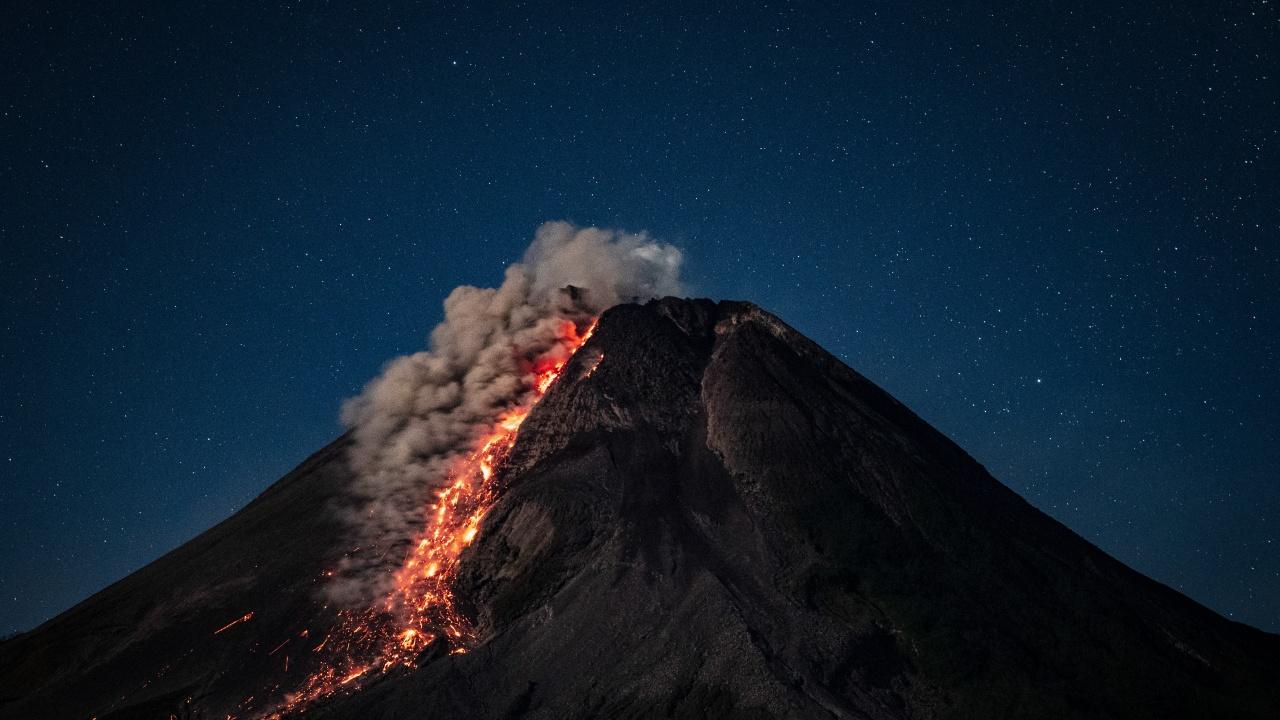 Изригна индонезийският вулкан Мерапи