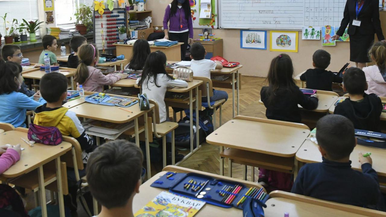 Проект за законова поправка забранява политическата дейност в училище