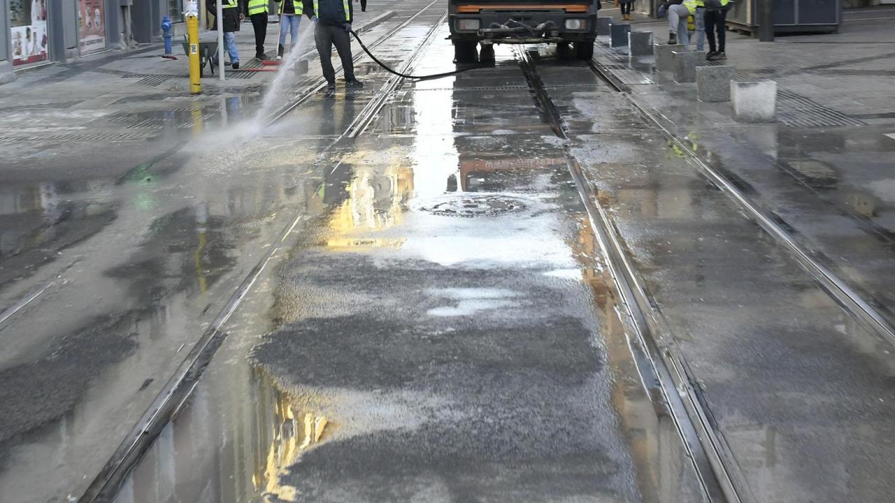 Опасни горещини: Допълнително оросяват улици и булеварди в София
