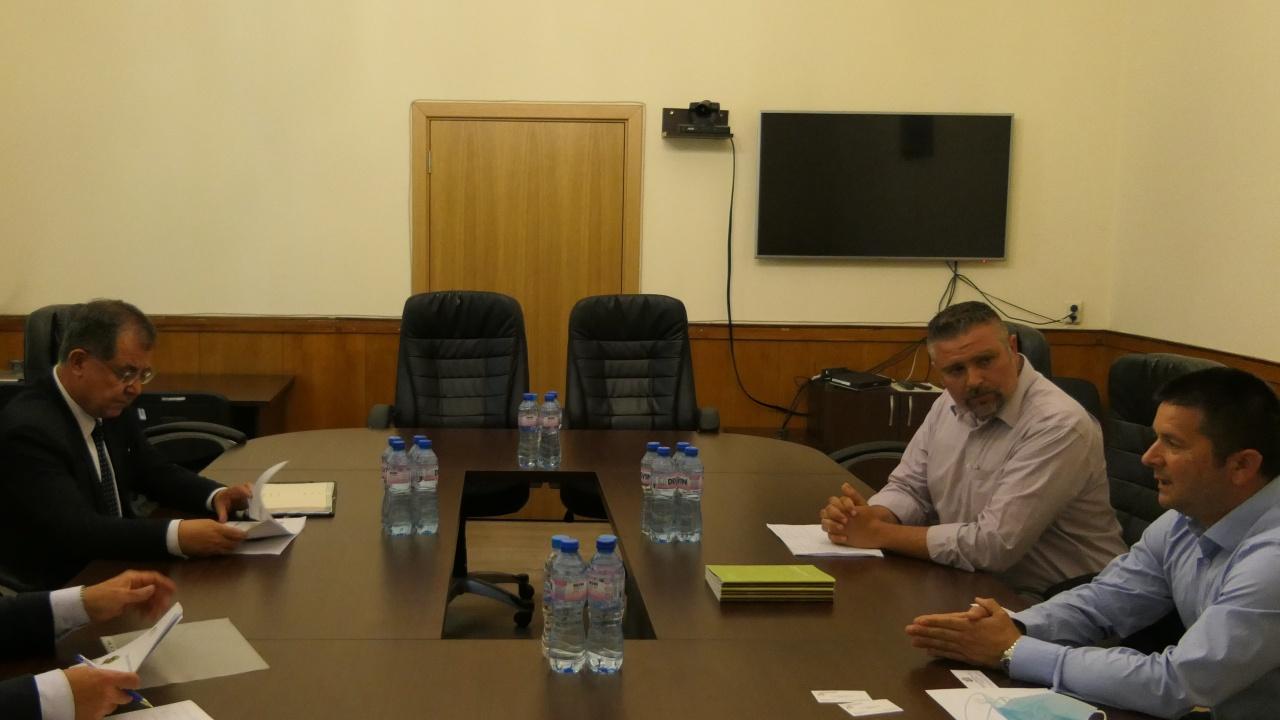 Министър Бозуков: Земеделските производители трябва да се възползват от потенциала при отглеждането на лешници