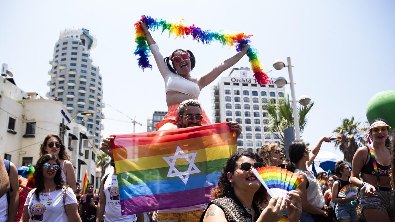 Десетки хиляди участваха в ежегодния гей парад в Тел Авив