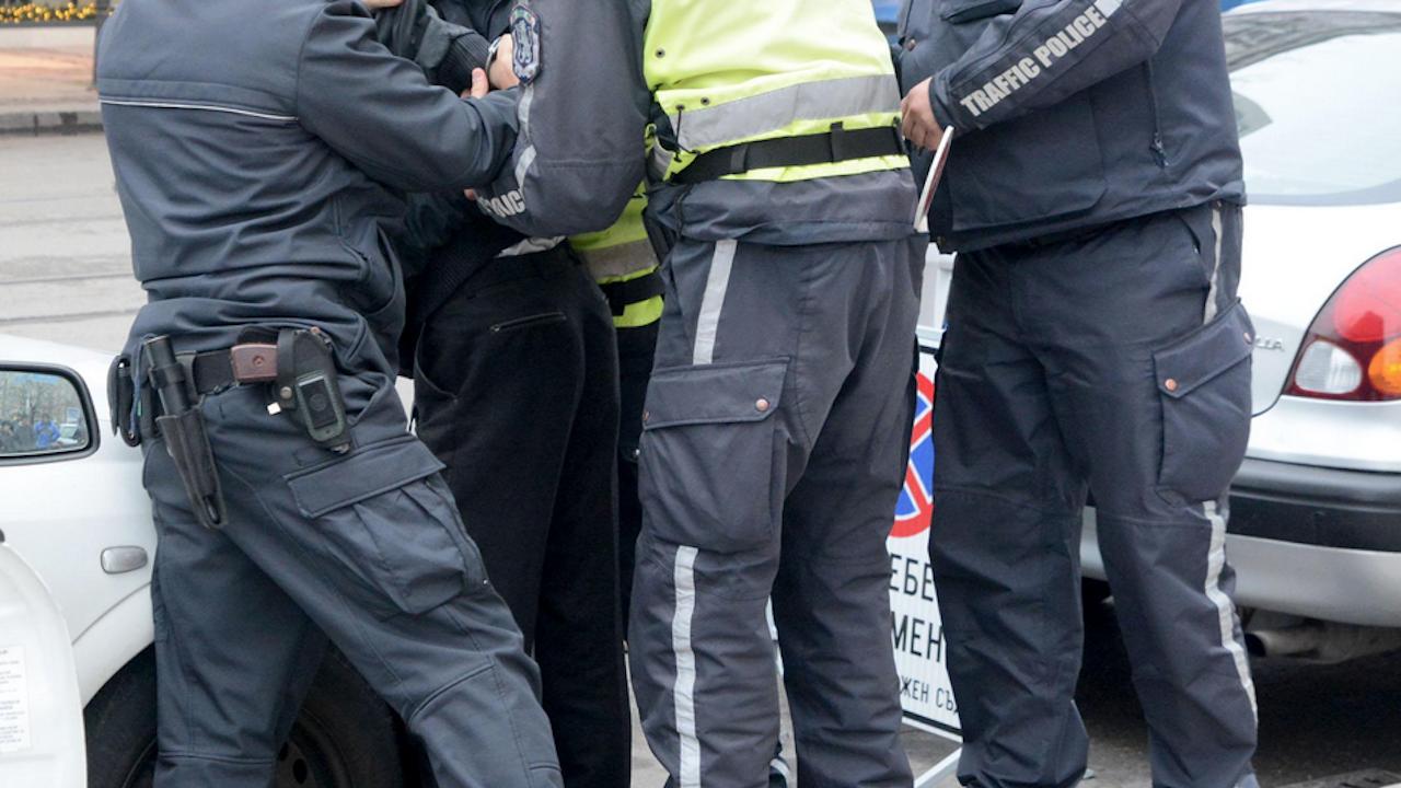 Задържаха в София мъж, ограбил жена край Варна