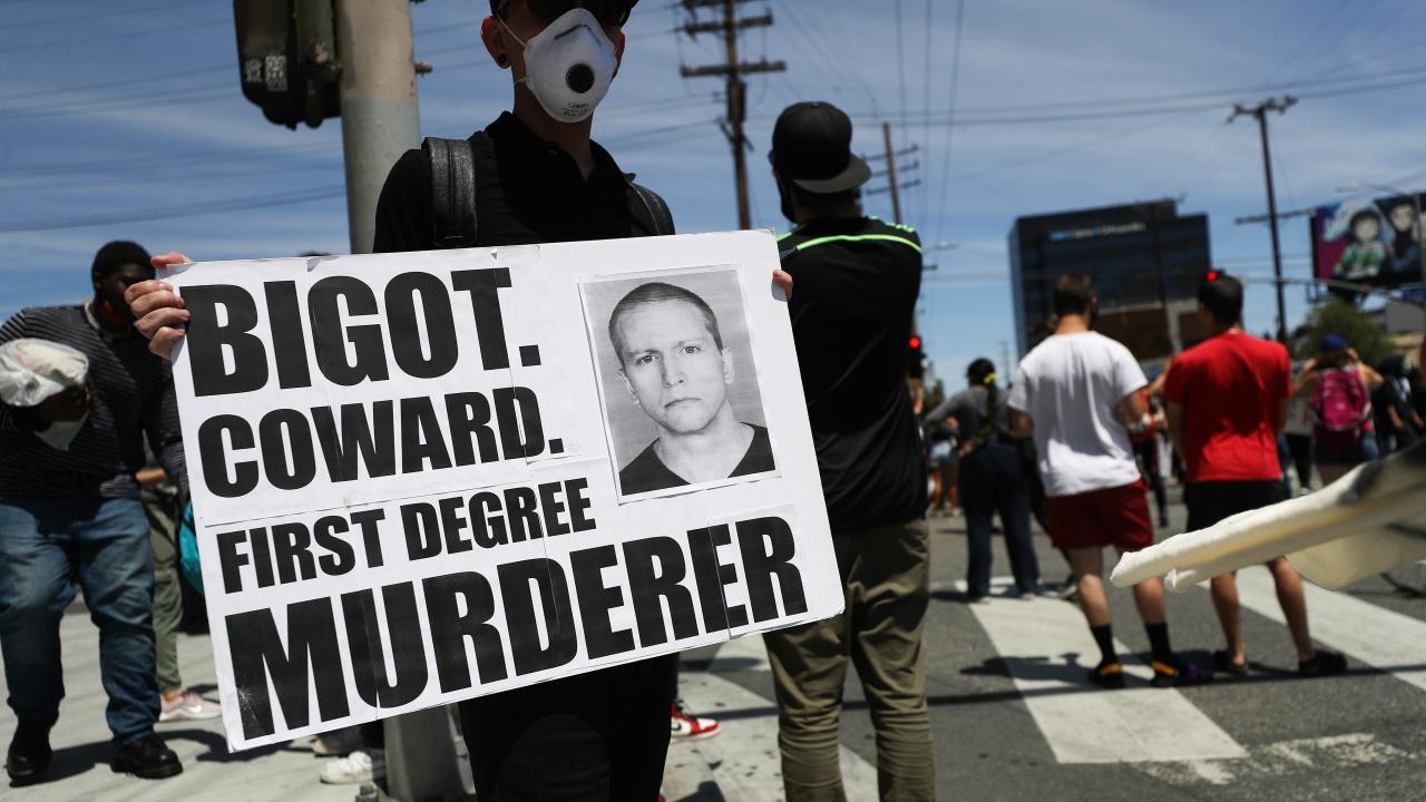 Осъдиха Дерек Шовин на 22,5 години затвор за убийството на Джордж Флойд