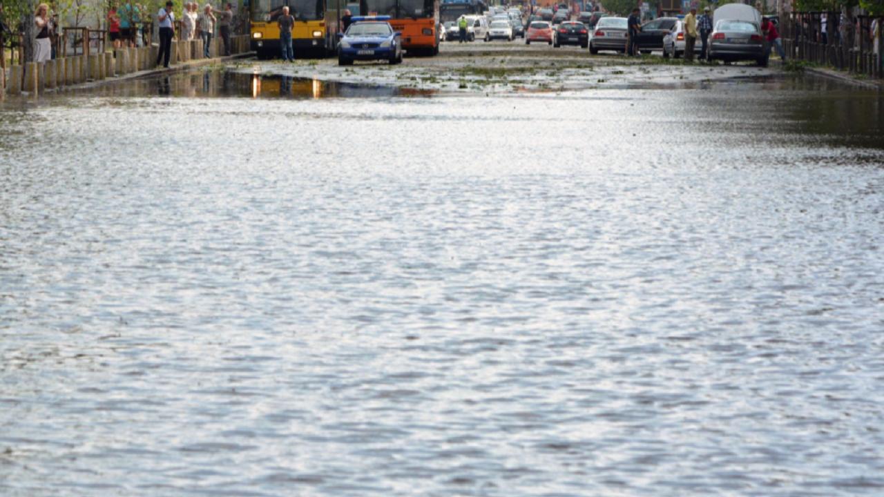 Поражения от проливен дъжд и градушка във Великотърновско