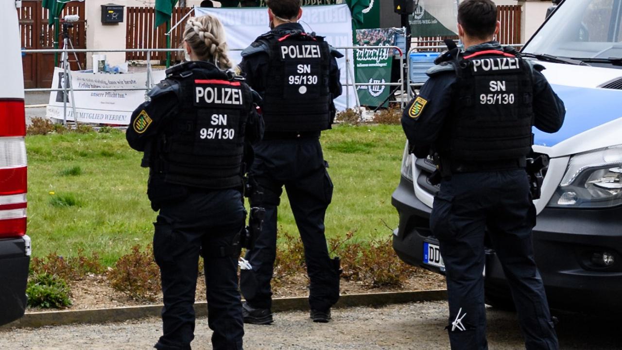 Двама пострадаха след атака с нож в Германия