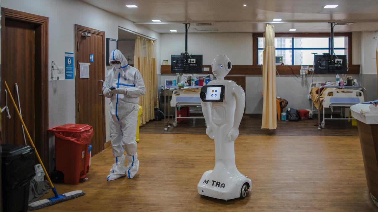 Вече 100 робота за дезинфекция срещу COVID-19 са доставени на европейски болници