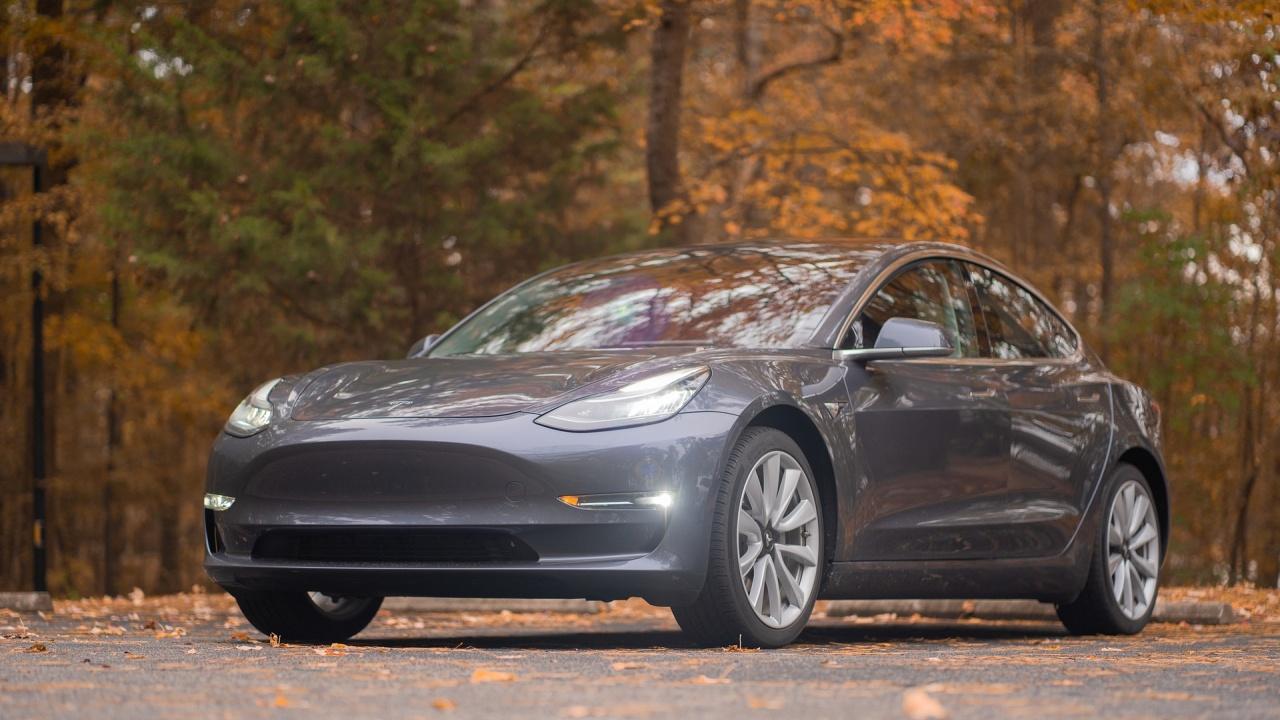 Tesla обновява софтуера на 285 000 автомобила в Китай заради опасност от катастрофи