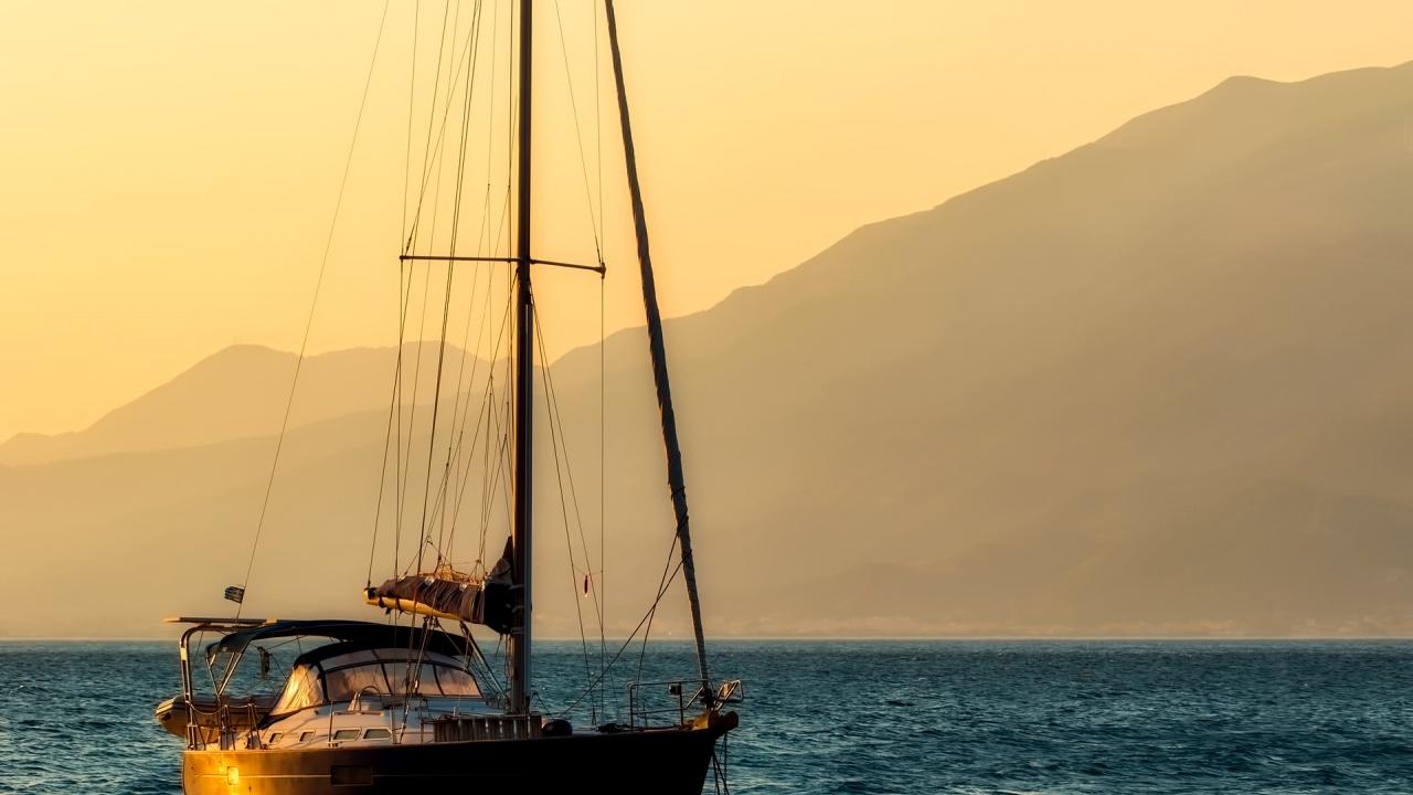 Загадка в морето: Откриха корабче с 20 трупа на борда му
