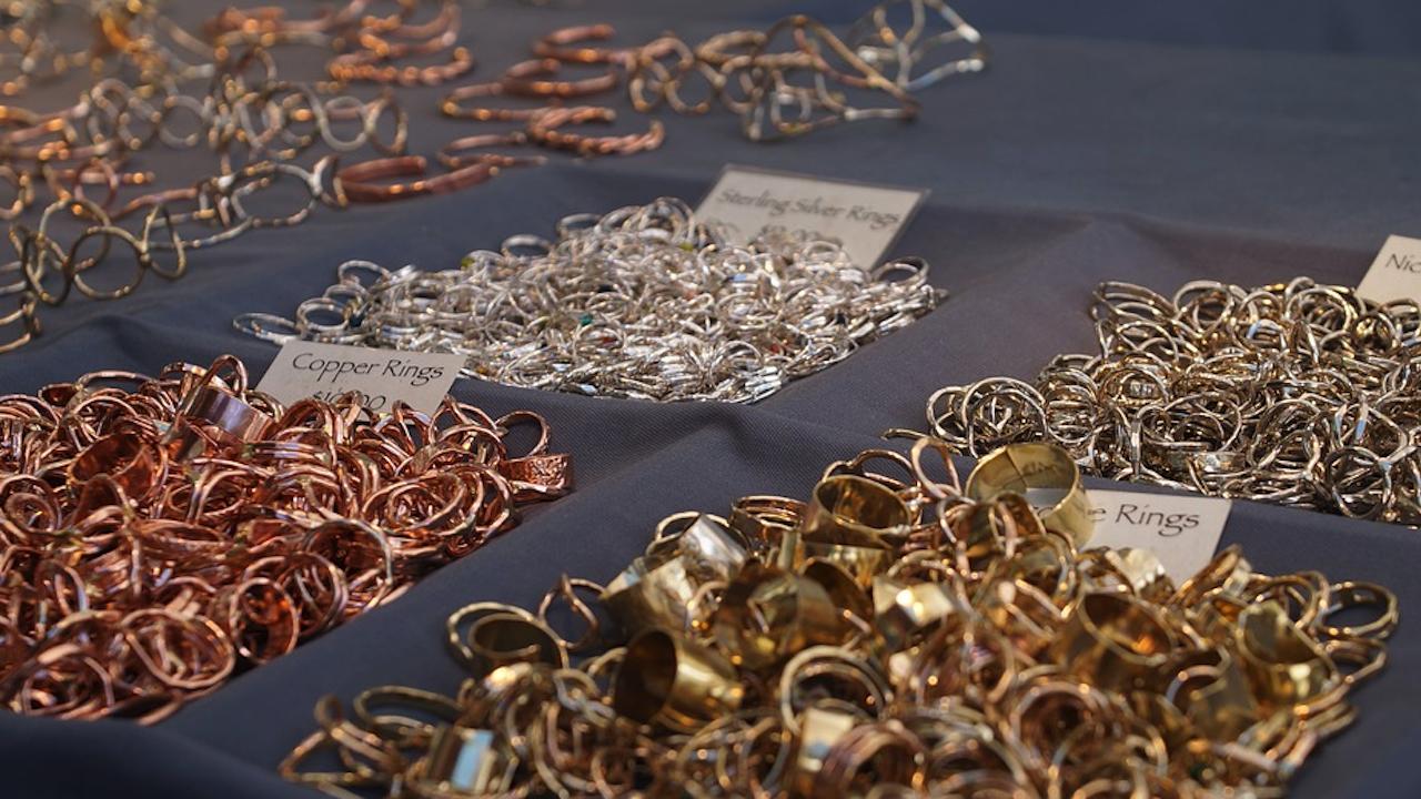 Митничари осуетиха контрабанда на златни накити