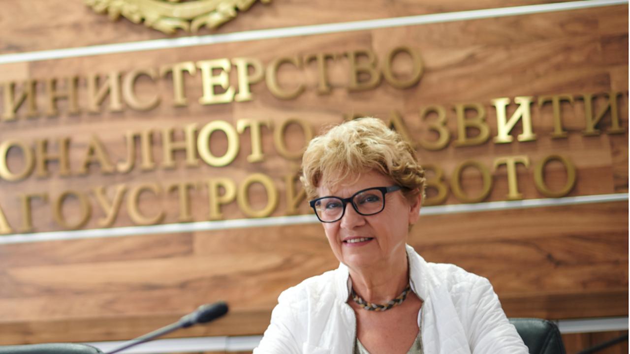 """Комитова разкри дали има опасност да се спре строежът на АМ """"Хемус"""" или поддръжката на магистралите"""