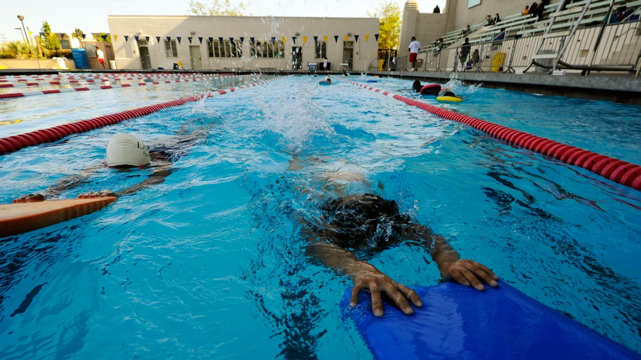 Дете пострада при злополука в училищен басейн в София