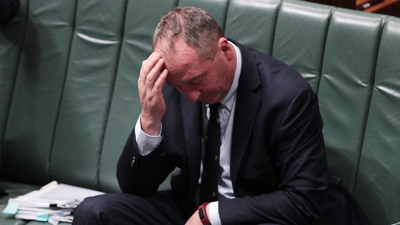 Австралийски вицепремиер бе глобен за неносене на маска