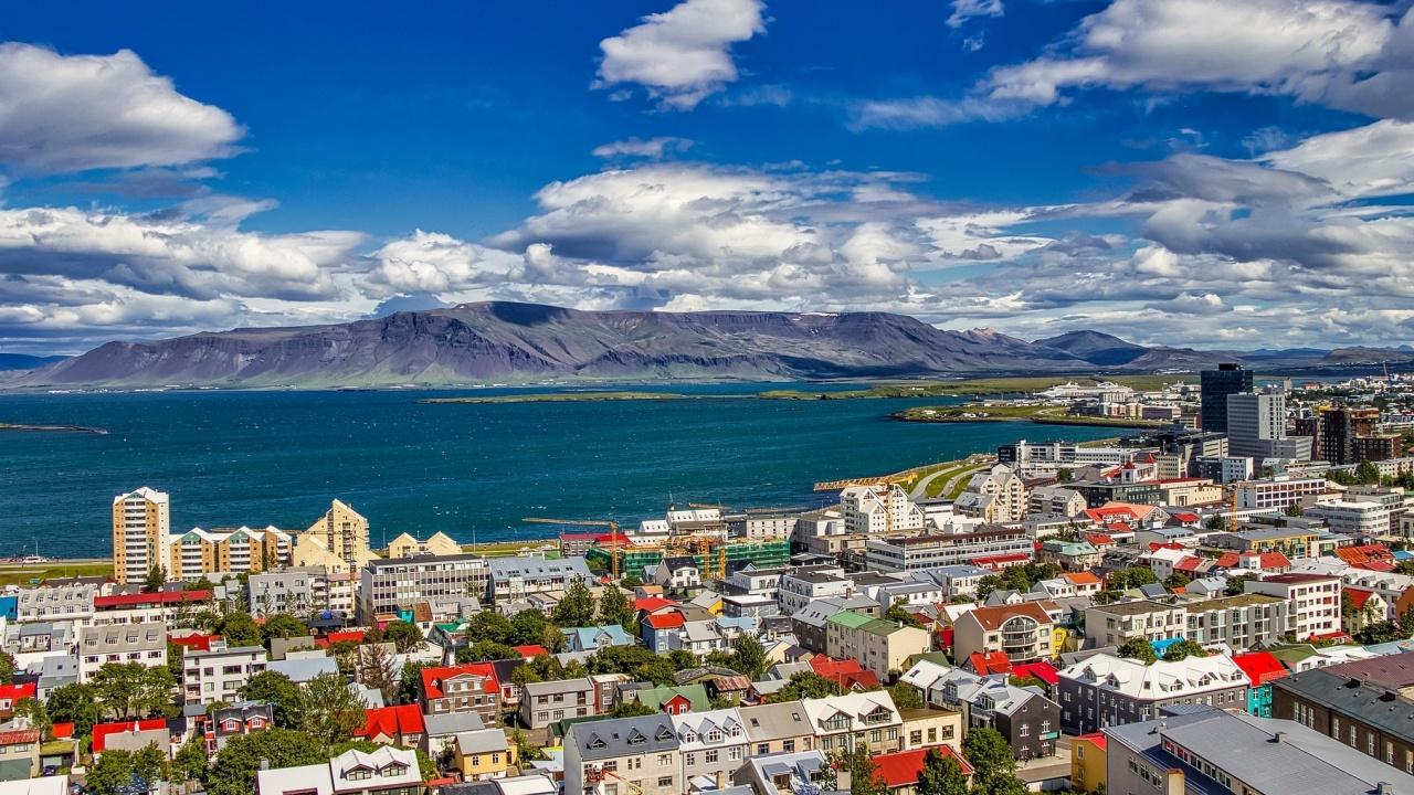 Българските граждани, които притежават сертификат за ваксинация или са преболедували COVID-19, могат да влизат в Исландия без PCR тест