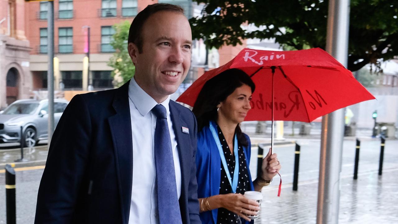Бившият британски здравен министър и любовницата му се събират в Лондон