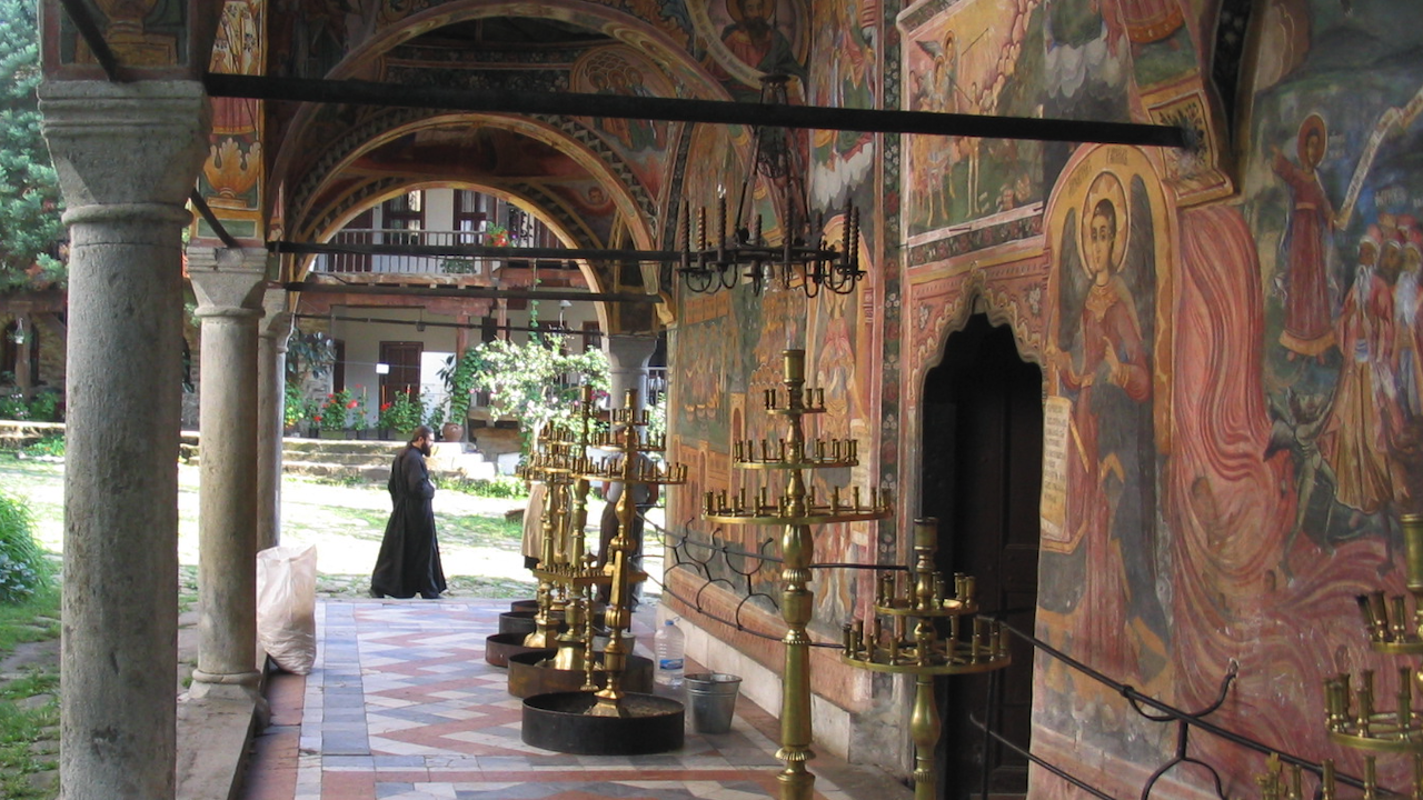 Всенощно бдение в чест на Пресвета Богородица ще бъде отслужено в Троянския манастир