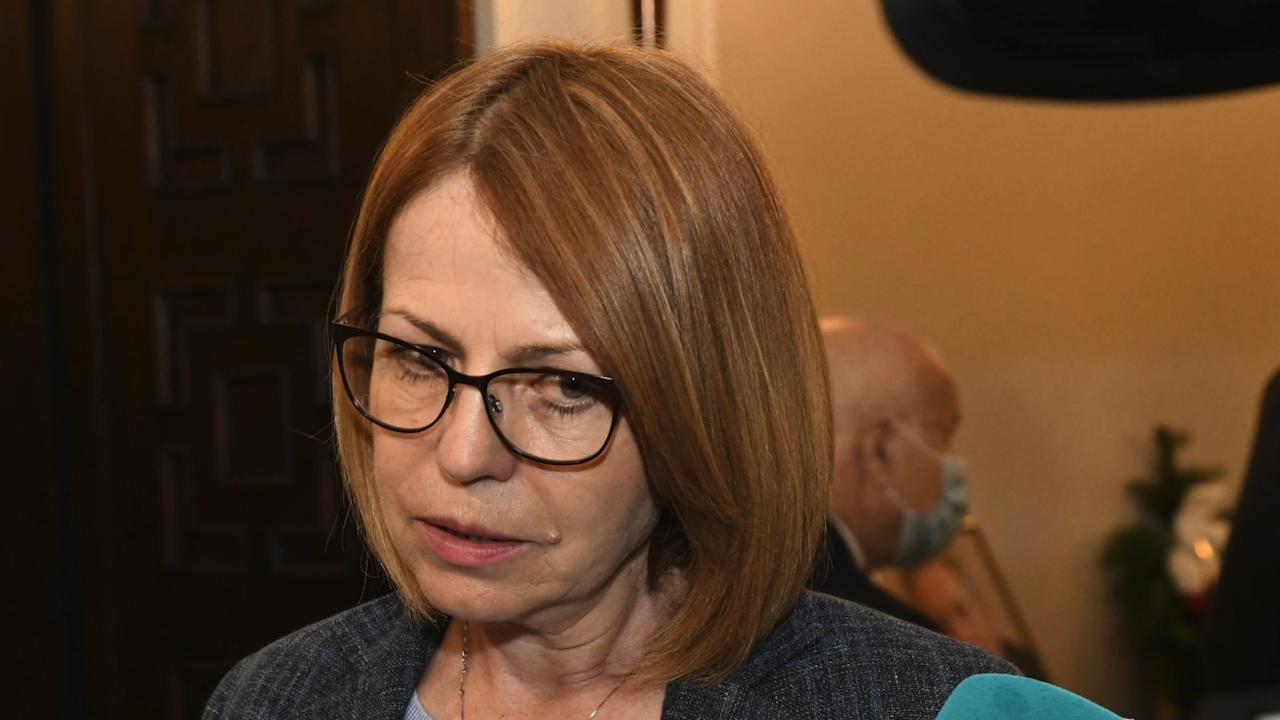 Фандъкова към Пеканов: София няма да моли за милостиня