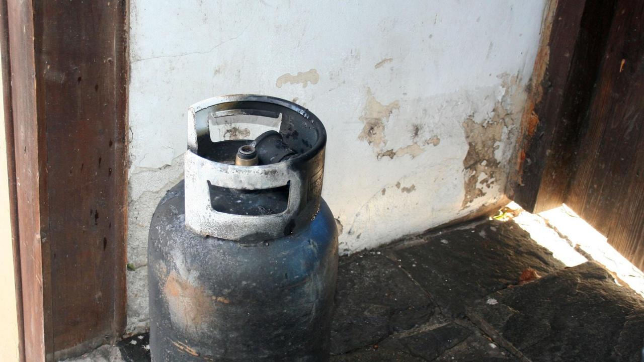 Възрастно семейство пострада при взрив на газова бутилка