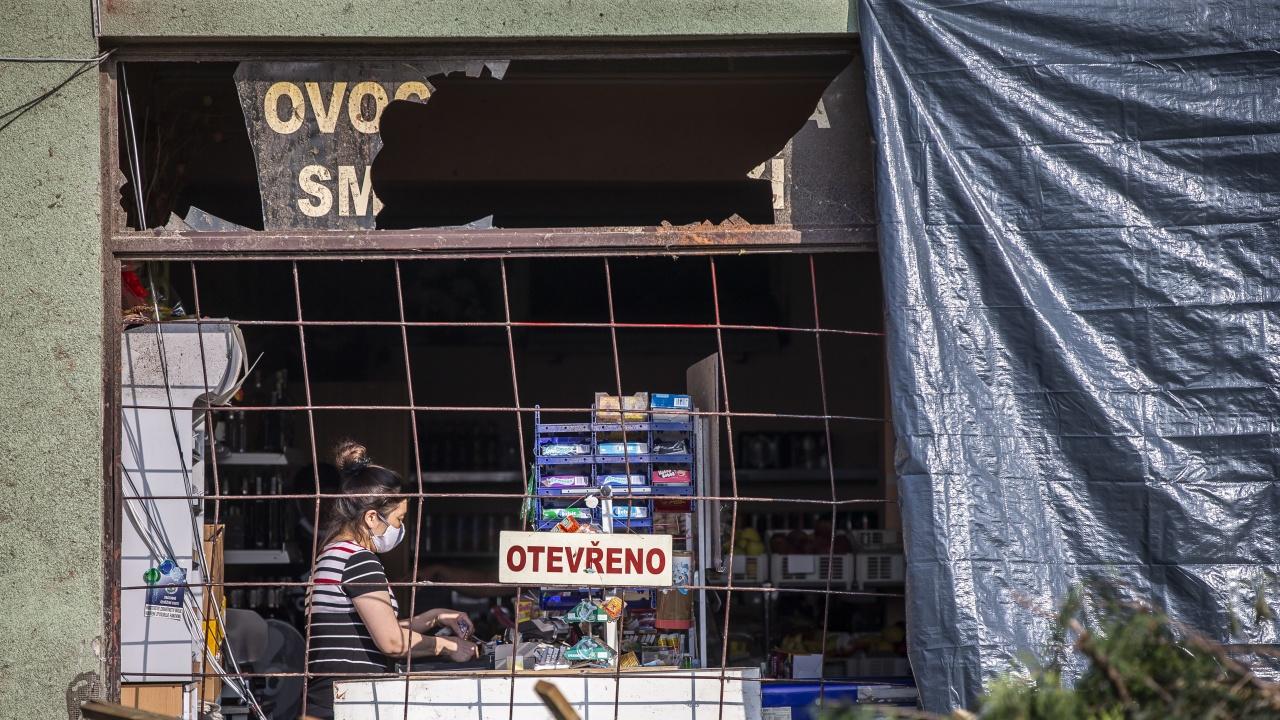 Поройни дъждове и бурен вятър в Чехия, около 30 000 домакинства останаха без ток