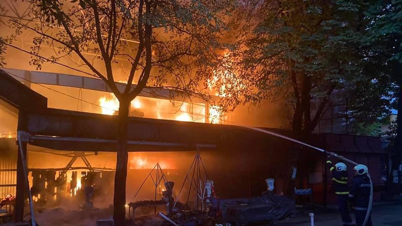 Последни подробности за пожара на централния кооперативен пазар в Перник