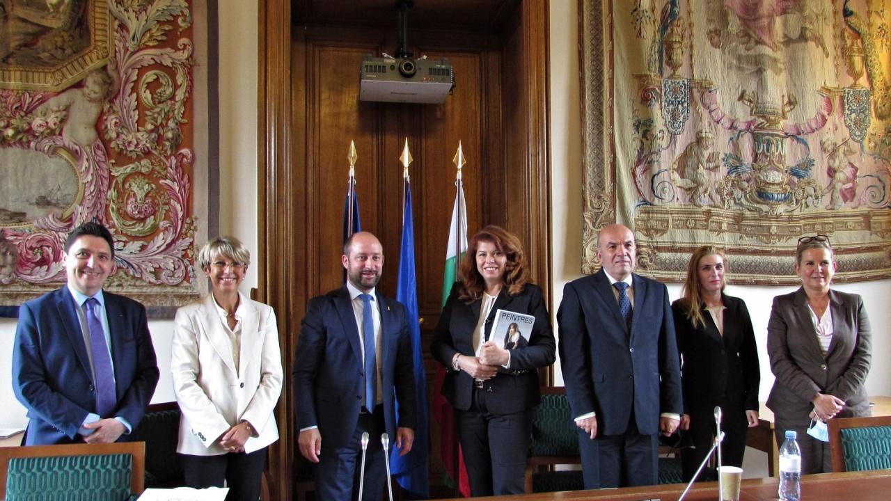 Йотова разговаря с групата за приятелство Франция – България във френския Сенат