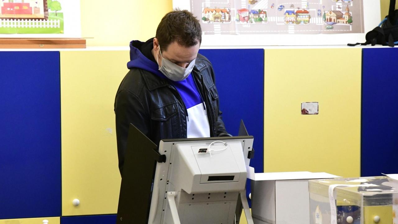 Политолог: Нямаме достатъчно гаранции, че машинният вот може да бъде напълно защитен