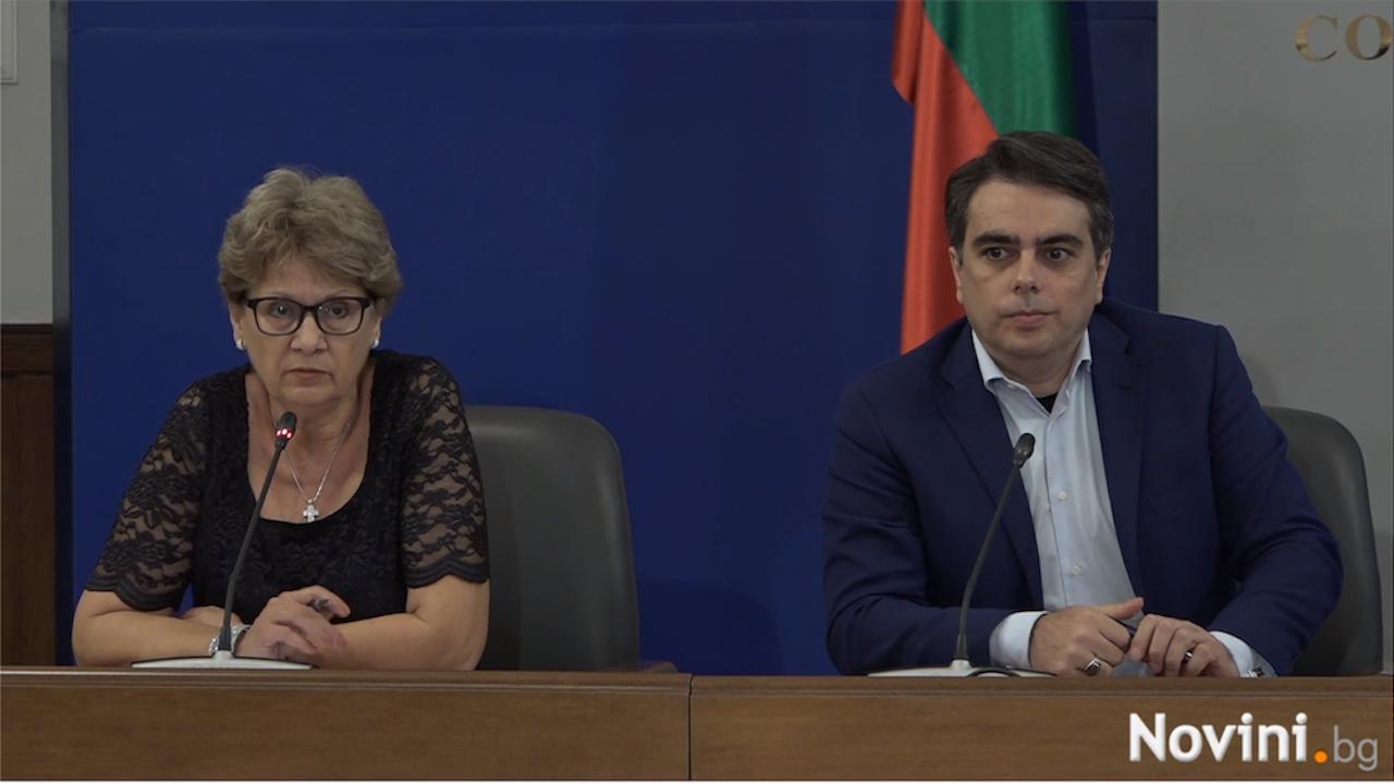 Асен Василев: Над 8 млрд. лева са раздадени без обществени поръчки - това са всички пенсии за 9 месеца