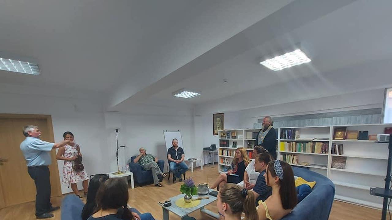 С тържествен водосвет откриха кът за четене в Езиковата в Ловеч