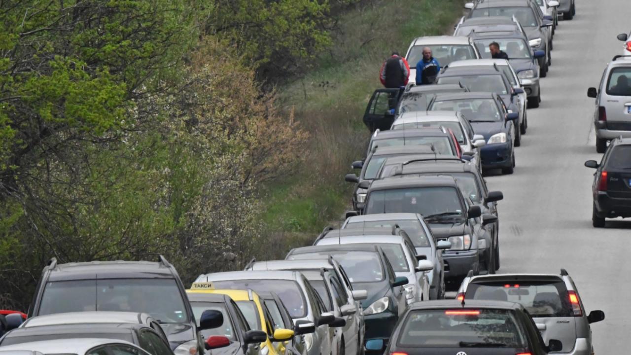 """Интензивен е трафикът за ТИР-ове на пункт """"Кулата - Промахон"""""""