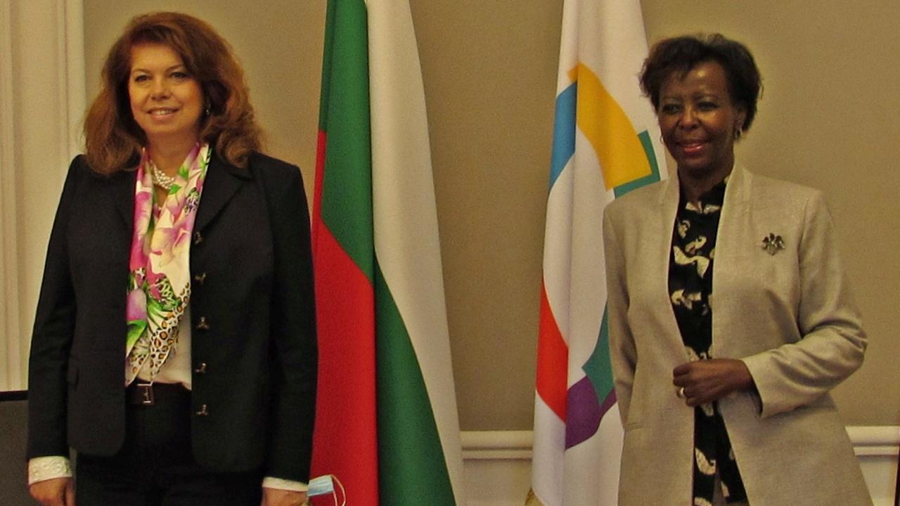 Вицепрезидентът се срещна в Париж с генералния секретар на Международната организация на Франкофонията Луиз Мушикивабо