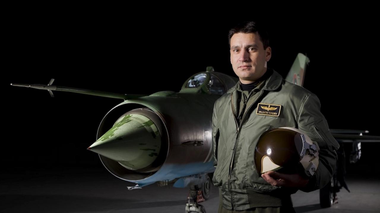 Публикуваха кадри от полети на подполковник Терзиев