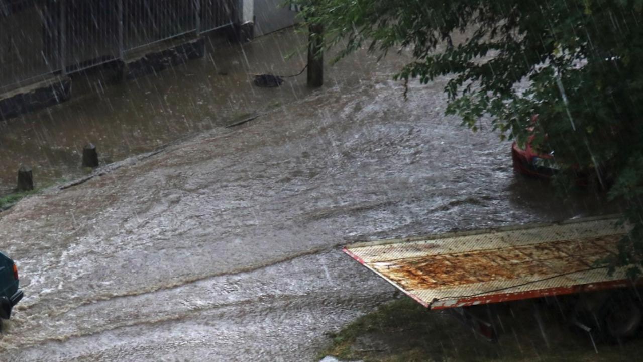 Силна буря с дъжд в Разград снощи