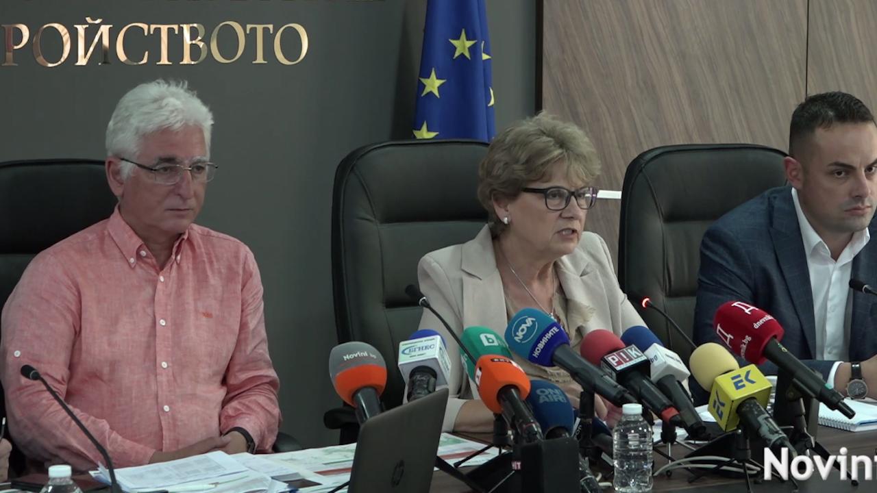 """Министър Комитова обясни кой спира автомагистрала """"Хемус"""""""