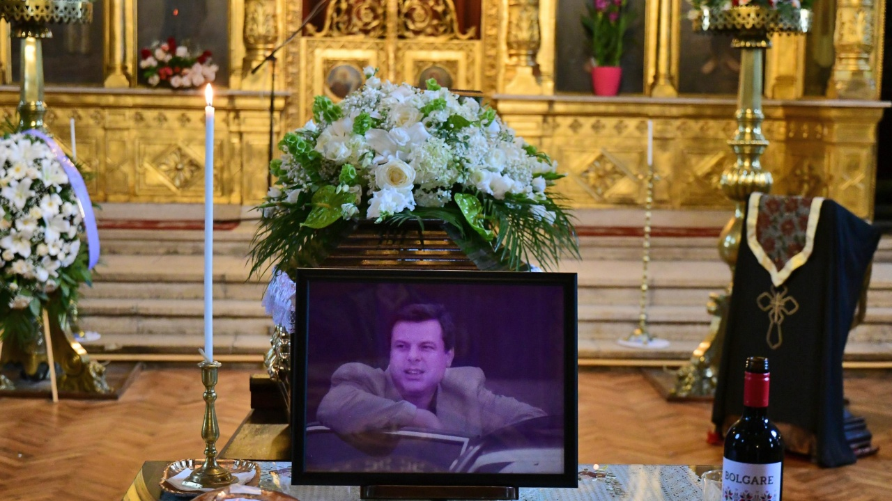 Близки и приятели изпратиха Евгений Бакърджиев в последния му път