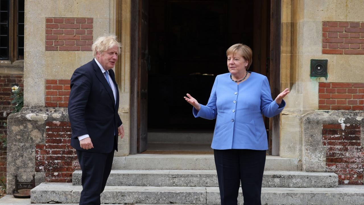 Британският премиер прие германския канцлер Меркел в извънградската правителствена резиденция
