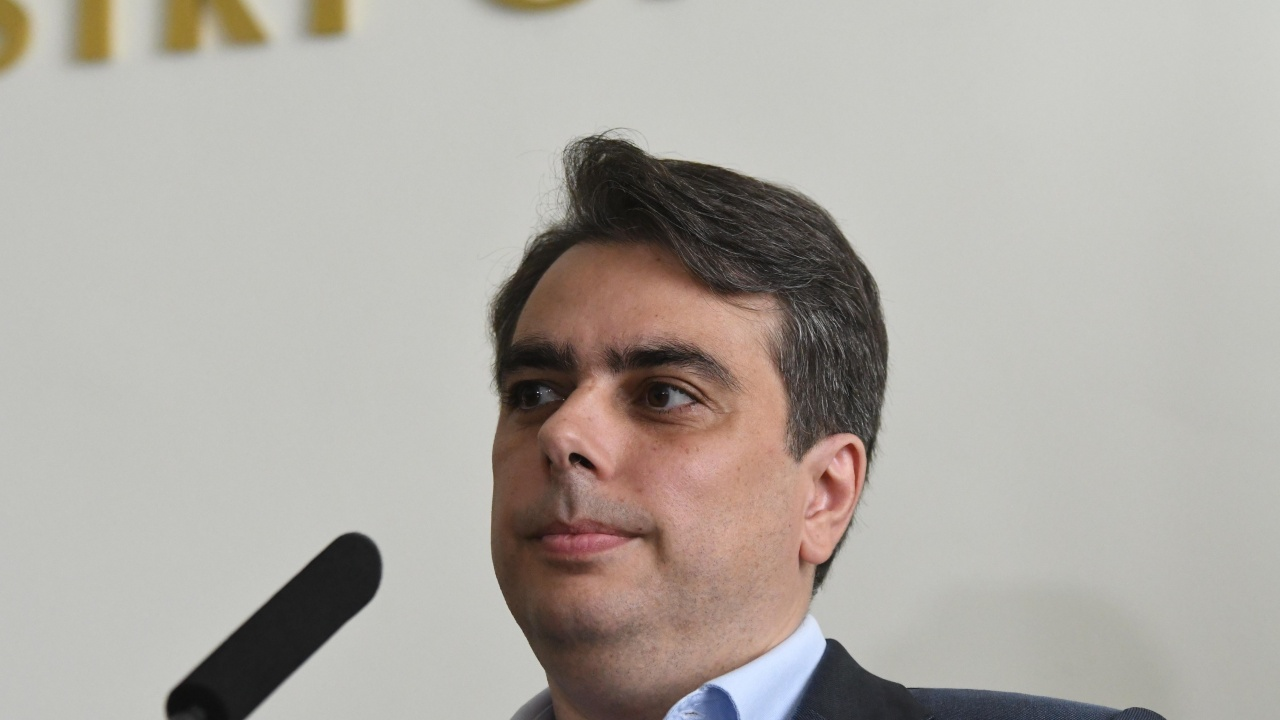 Асен Василев: АПИ е възложила договори за 2,4 млрд. повече от предвиденото за ремонти