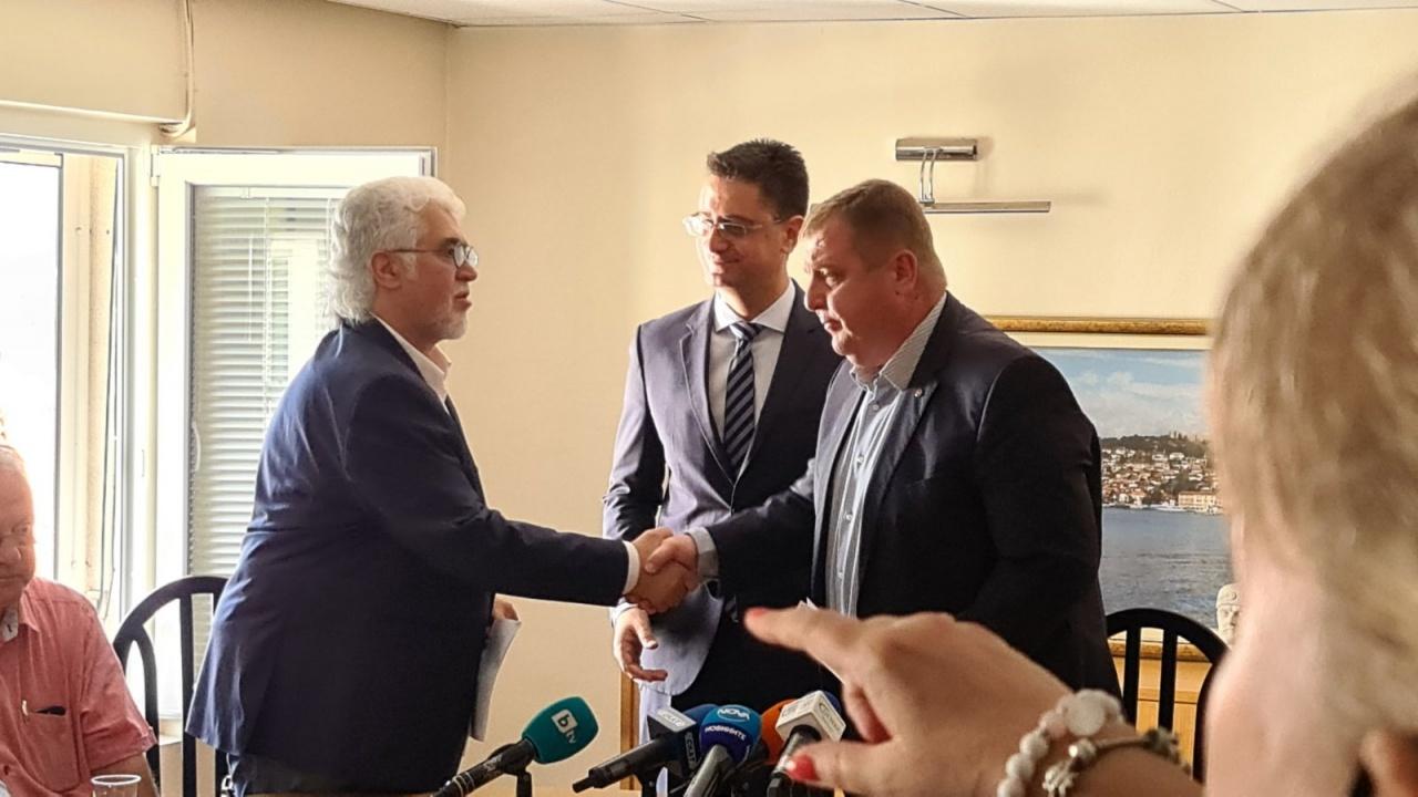 БЪЛГАРСКИТЕ ПАТРИОТИ първи подписаха декларацията на учените за Македония